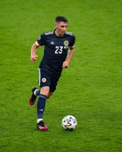 Chelsea's small Scottish midfielder tests positive for Covid-19