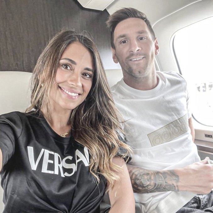 Messi arrives as a king in Paris as they look ahead to to finalise his deal