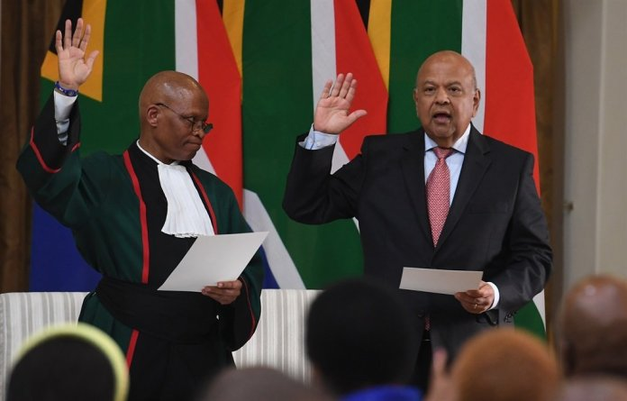 Pravin Gordhan has sought to clarify a meeting he had with Chief Justice Mogoeng Mogoeng in 2016. (Photo: Felix Dlanagamandla/Gallo Images/File)