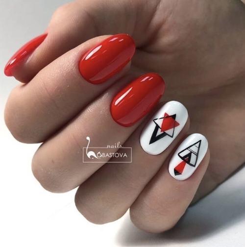 Новомодный красный маникюр 2021-2022: стильные новинки дизай - 3