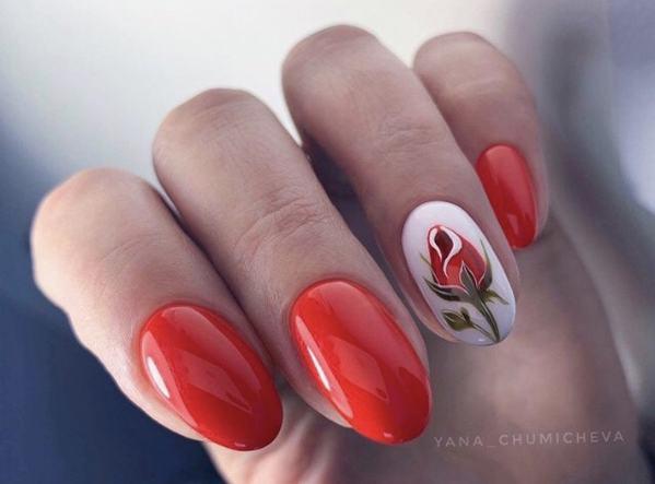 Новомодный красный маникюр 2021-2022: стильные новинки дизай - 19