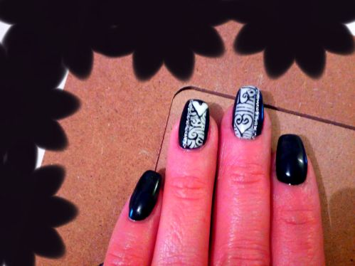 Nail art design styline e micropittura con motivi di San Valentino