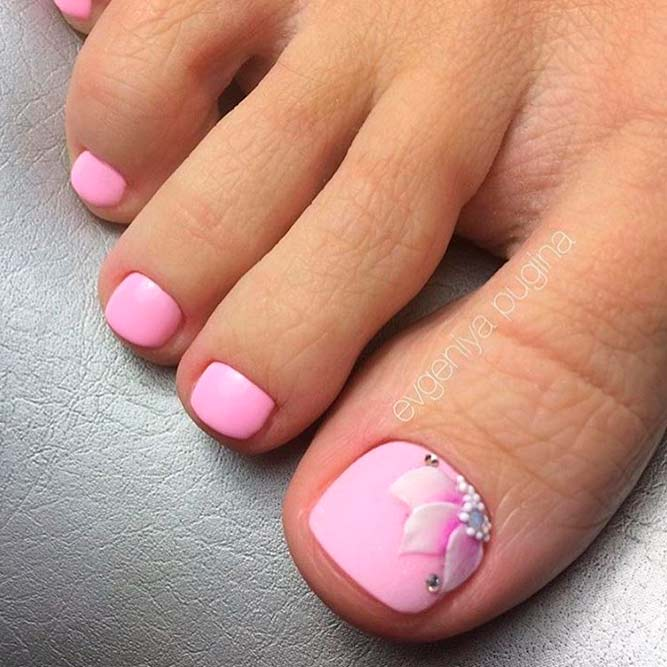 Cute Flower Toe Nail Designs Picture 3