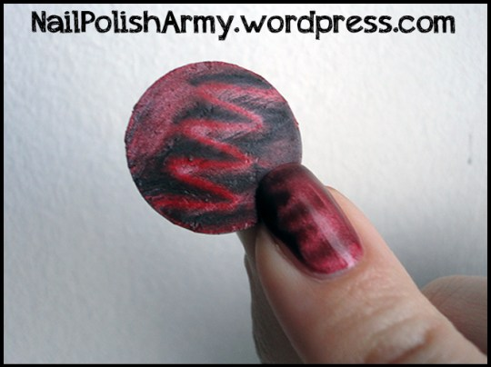 Mua-squiggle-effect-magnetic-nail-polish-red