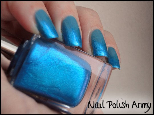 Essence-127-i-love-bad-boys-Basic-beauty-b-by-limoni-48PE-gradient-azzurra