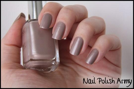 Kiko-celebration-nail-lacquer-colours-in-the-world-smalto-426-satin-taupe