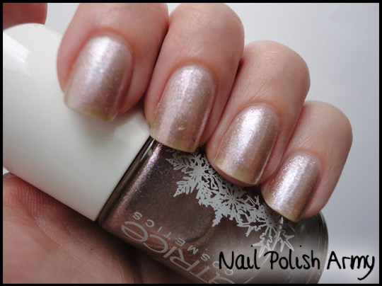 Catrice Siberian Call c04 Rest in the forest, Essence colour3 walk in the park