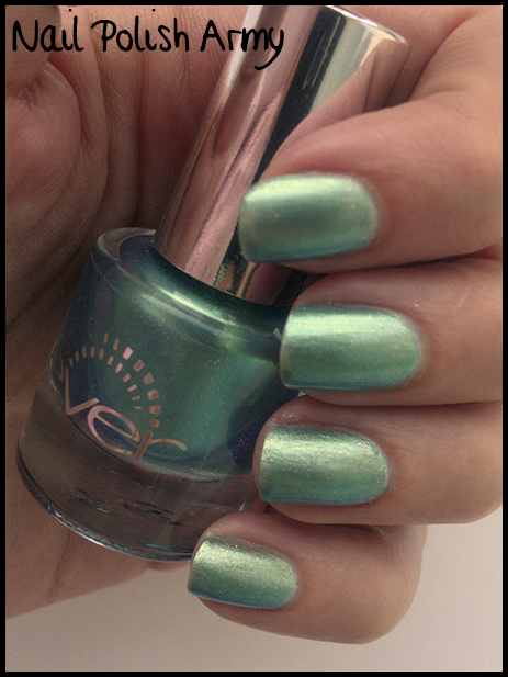 Ever 38, smalto duochrome azzurro, swatch