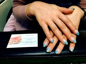 artificial-nails-with-natural-tips-and-blue-glitter