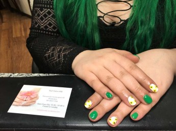 gellac-with-nail-art-groen-wit-geel