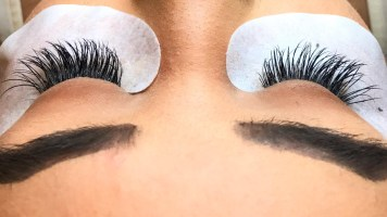 Lôngmi Lash Extensions, Expertly Applied by Hana