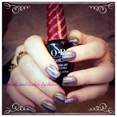Hana used an Apres holographic powder with OPI GelCoat underneath to create this effect.