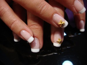 Incrustaciones en uñas esculpidas
