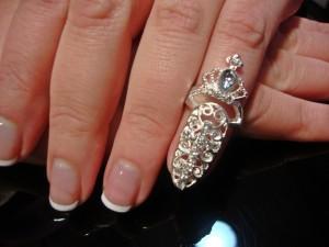 El anillo que sorprende en tu uña