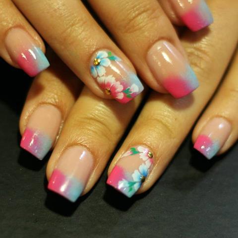 Diseños florales en las uñas
