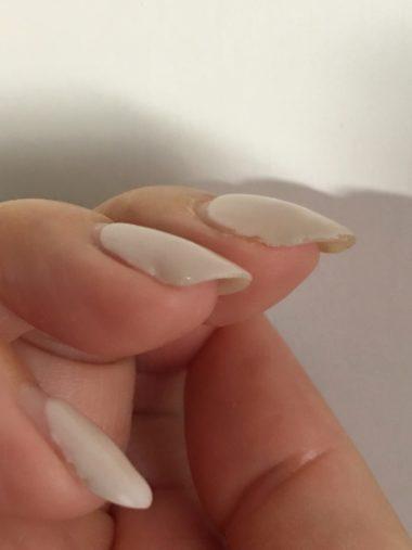 薄い爪にはボトルタイプのトップジェルは推奨していません