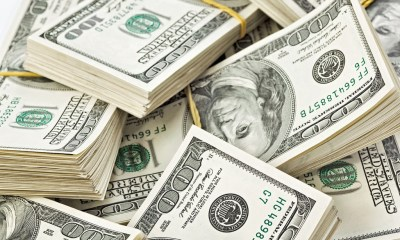 Currency traders flock to U.S dollars amid COVID-19 drama
