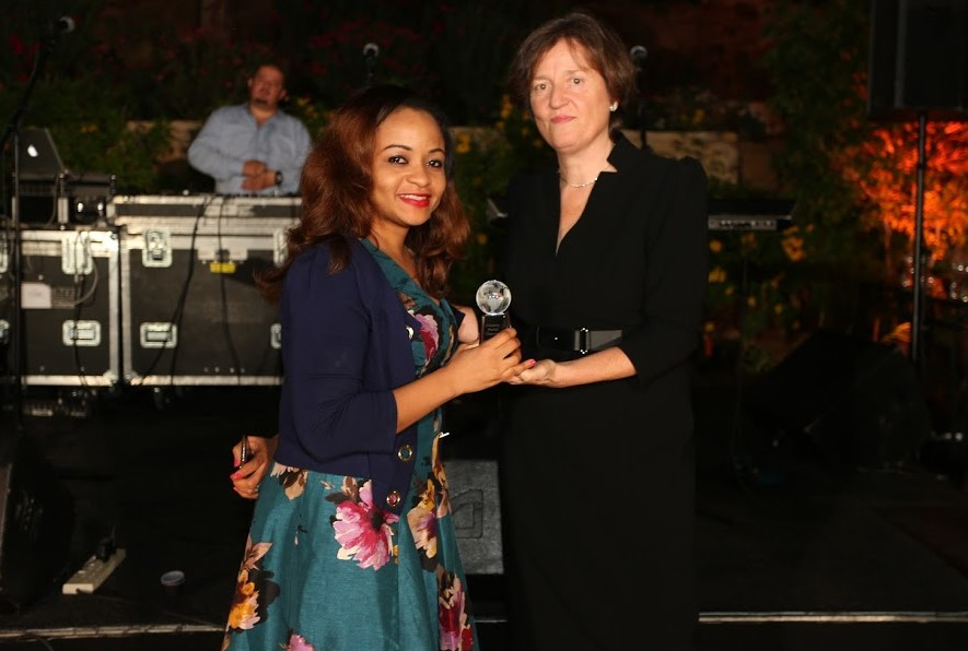 L – R : Inez Murray, Chief Executive Officer, Global Banking Alliance for Women presenting the award for Women's Market champion to Susan Okoh, Head, Diamond Woman , Diamond bank Plc, at the Global Banking Alliance for Women awards held in Jordan recently.