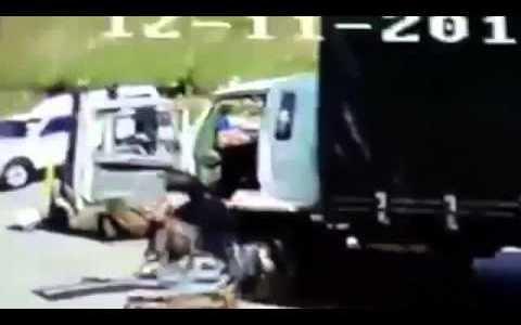 ぽっちゃりな女性をトラックに乗せてあげようとしたら大変過ぎた…
