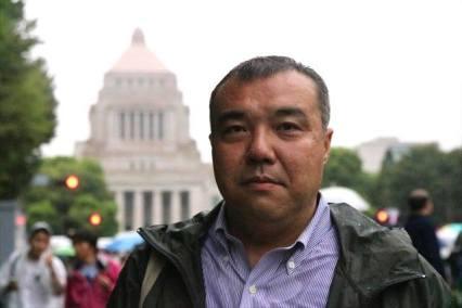 政府は「積極的平和主義」でますます世界の平和に貢献するとうそぶいていますが、「死の商人」国家へと変貌していくことが「平和主義」と両立するわけがありません。「貧すれば鈍する」という言葉がありますが、Made in Japanの武器が紛争地域などで人殺しのために使われることを財界は悲しく思わないのでしょうか。武器輸出に手を染めることなく戦後日本の経済的繁栄が築かれたことを、今こそ思い返すべきです。 中野晃一(上智大学教授)