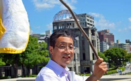 """""""「軍事力の増強、軍事同盟の強化こそが、侵略を抑止し、平和を維持する」というのが、武器輸出解禁論の背景にある考え方です。しかし過去の戦争の99%は米国側の先制攻撃から始まっています。福島で自壊しつつある原発を抱えつつ、この道を歩めばどうなるか。宇宙での核爆発と原発爆発を招き、日本経済を自滅させることは明らかです。日本を破滅から救い、東アジアの共存共栄をもたらす運動の前進を期待します。"""" 藤岡 惇(立命館大学特任教授・経済学部)"""