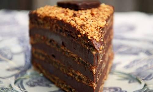 TORTA S LJEŠNJACIMA, NUTELLOM I ČOKOLADOM: Nalik reform torti, ali puno ukusnija