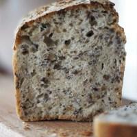 Chleb wieloziarnisty (ze słonecznikiem i siemieniem lnianym)