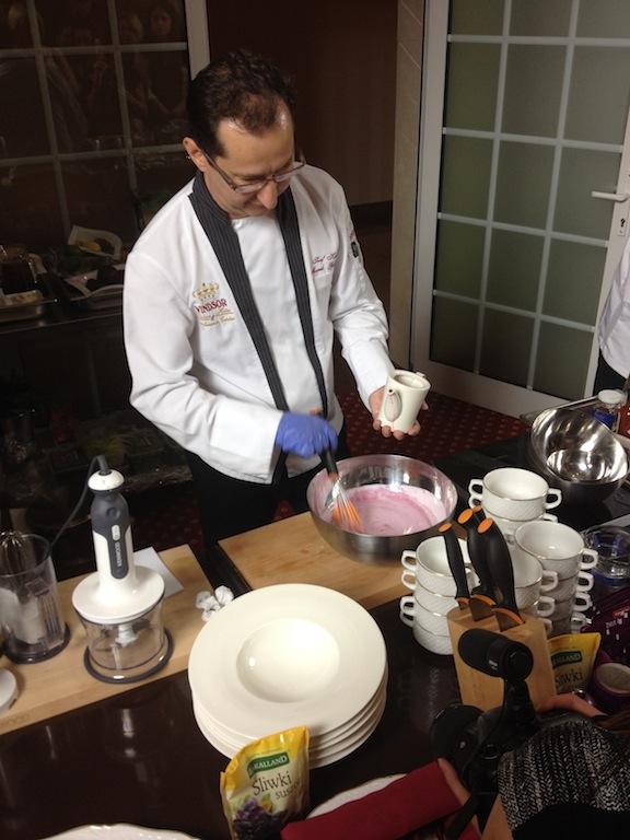 Bloger Chef 2014 - Przygotowanie chłodniku z dzikiej róży