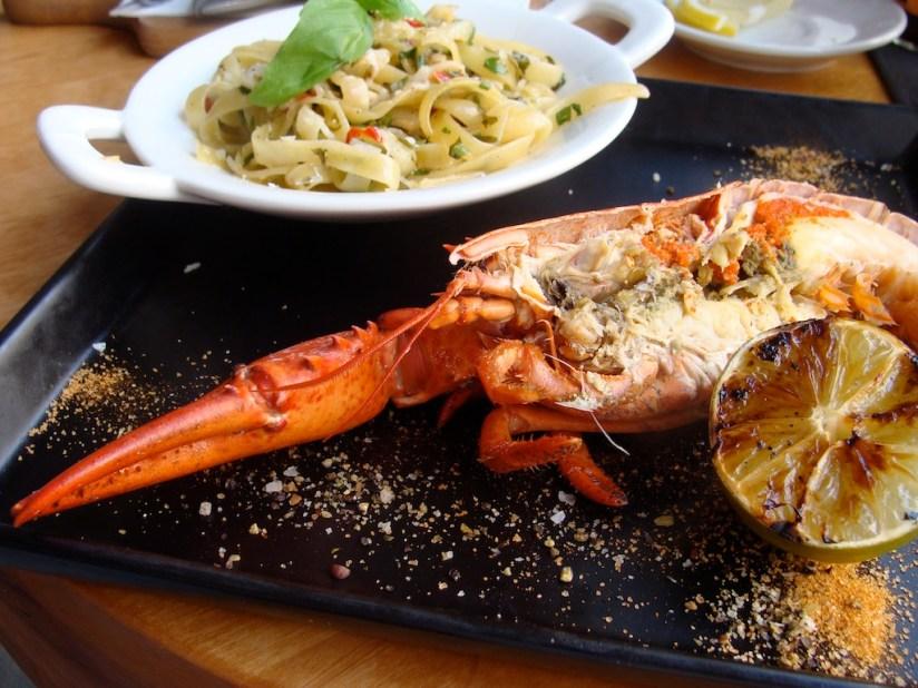 Połówka homara na tagliatelle - restauracja Momo, Poznań