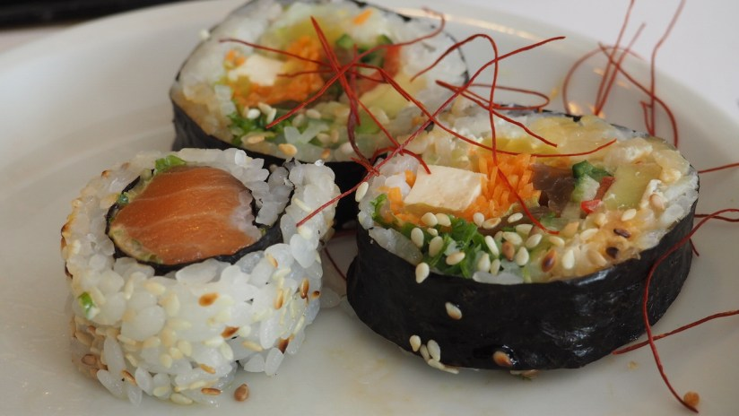 Sugomi Japanese Kaiseki Kamionki - spicy sake maki i futomaki wegetariańskie