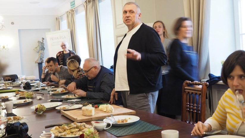 Warsztaty Smaki Wisły - Pałac Wilanów - Gieno Miętkiewicz częstuje twarogami
