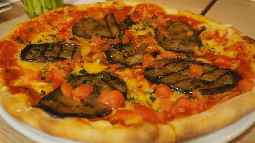 Restauracja Brocci Poznań - pizza wegańska melanzana