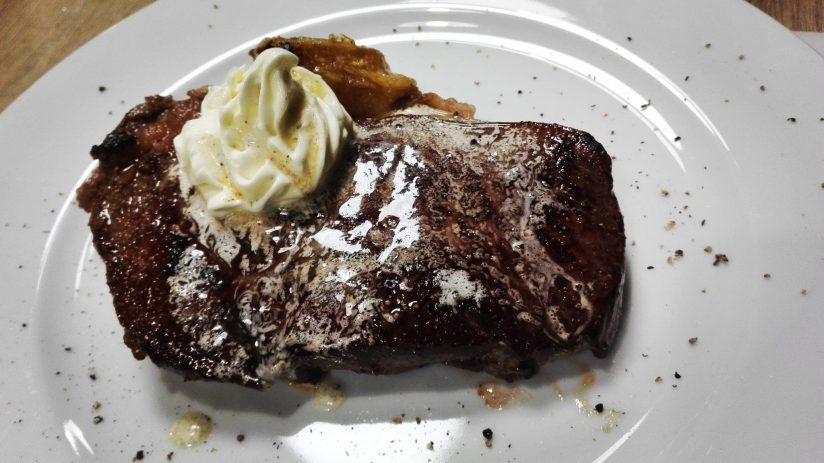 Warsztaty z Adamem Chrząstowskim-The Kitchen studio kulinarne-rostbef z masłem szpikowym