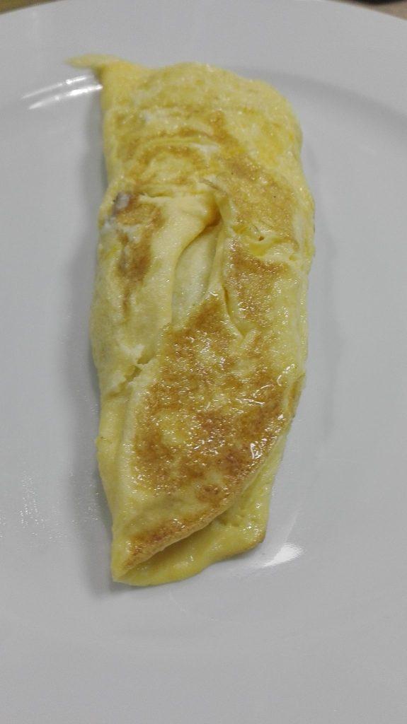 Warsztaty z Adamem Chrząstowskim-The Kitchen studio kulinarne-omlet francuski z móżdzkiem cielęcym i kurkami