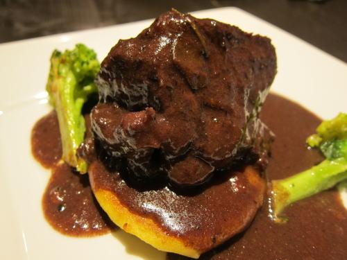 仙台牛前すね肉の赤ワイン煮込み