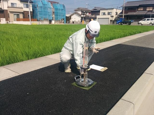 施工現場での透水性試験 (3)