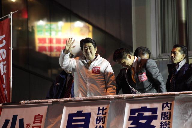 安倍総理が立川駅で演説