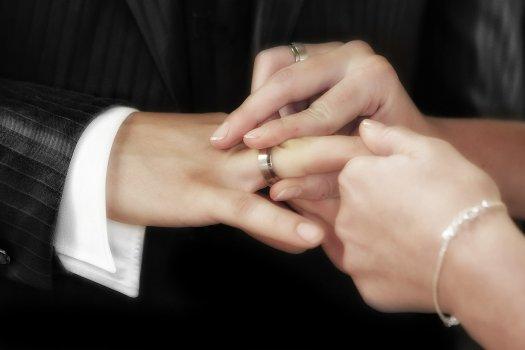 結婚するために重要なのは婚期?