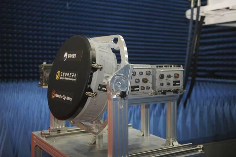 Корейцы показали прототип радара для нового истребителя, способный отслеживать более 1000 целей одновременно