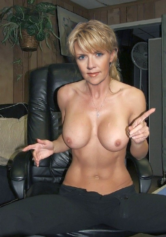 BRIANNA: Amanda tapping fakes porn