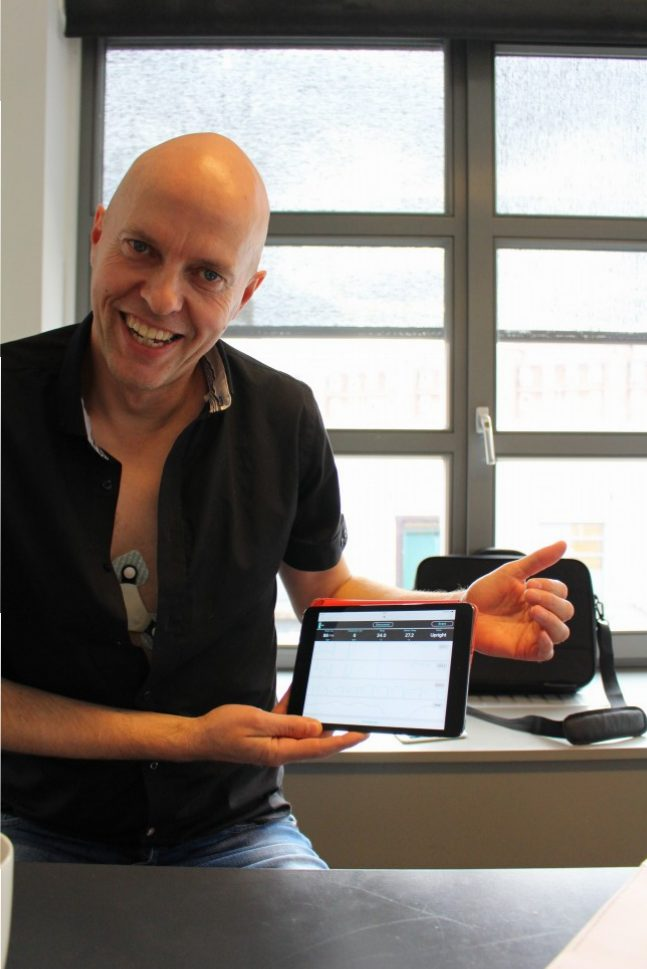 Cortrium C3를 직접 착용하고 시연 중인 공동창업자 제이콥 닐슨 Cortrium 공동창업자 (사진: 남윤경)