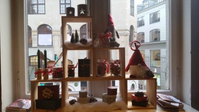 상점에서 쉽게 찾을 수 있는 크리스마스 장식(사진: 탄야 닐슨)