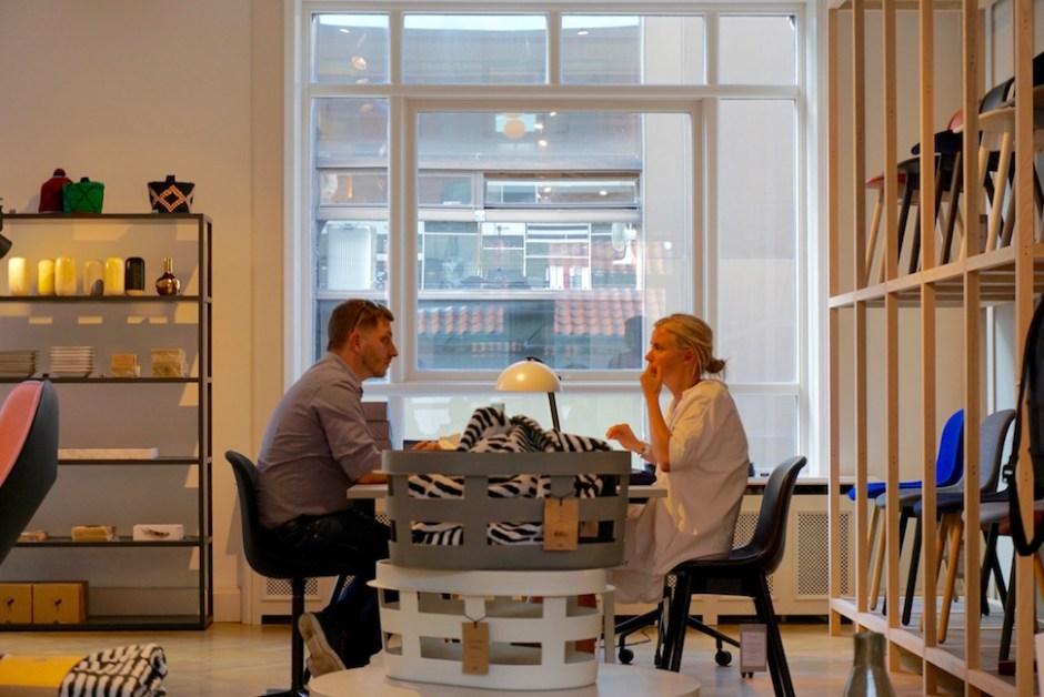 덴마크 코펜하겐 헤이하우스(Hay House)에서 직원들이 회의하는 모습 (사진: 안상욱)