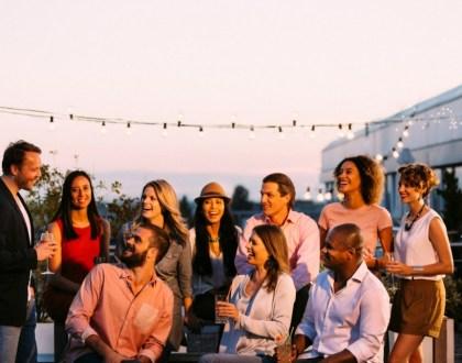 직장 동료와 파티를 즐기는 모습 (InterNations 제공)