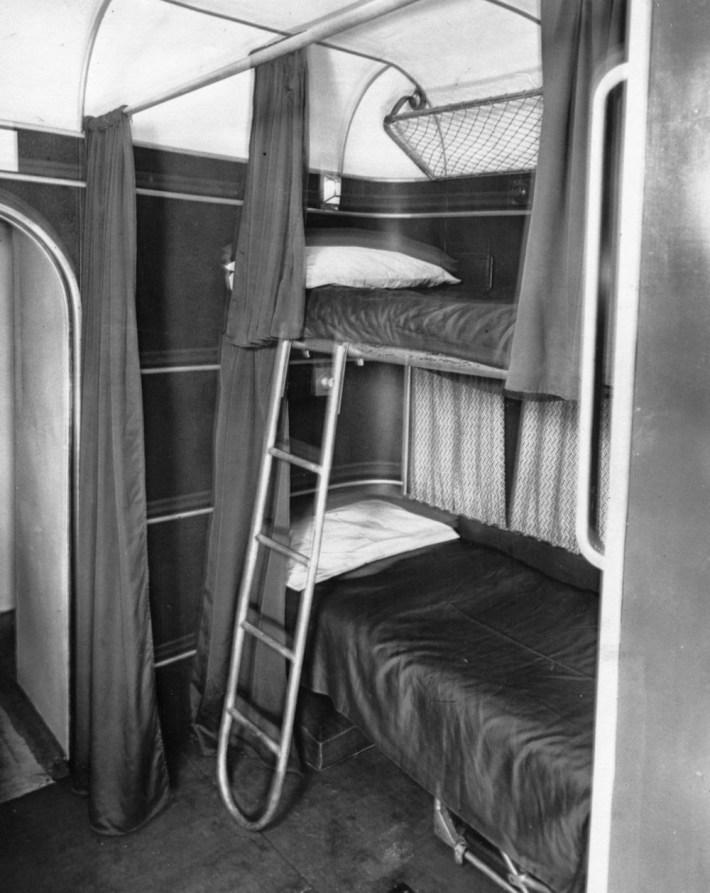 golden-age-air-travel-bunkbeds
