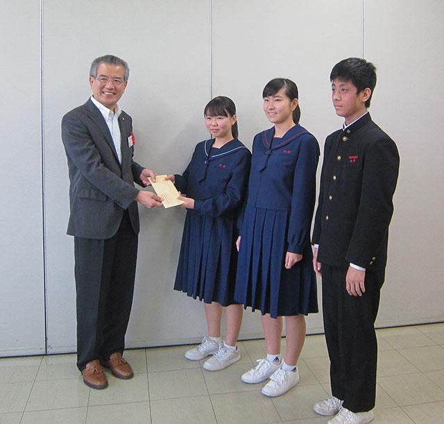那珂川北中学校 吹奏楽部、募金を町長に