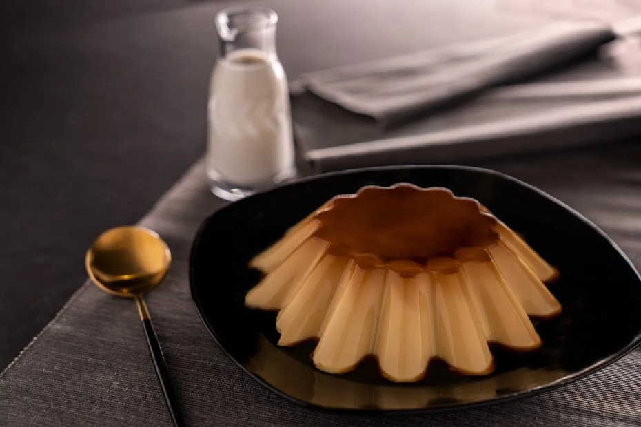 Coconut Pudding with Caramel Coatings