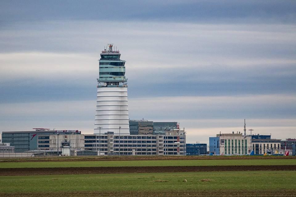 řídící věž letiště Vídeň