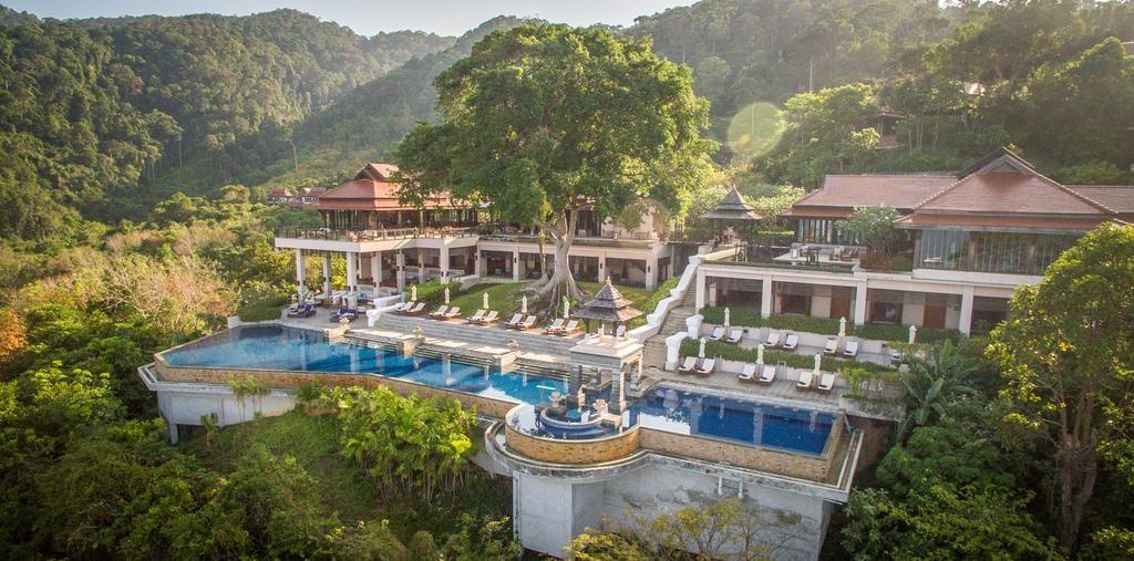 Pohled na celý komplex obklopený zelení (Pimalai Resort & Spa)