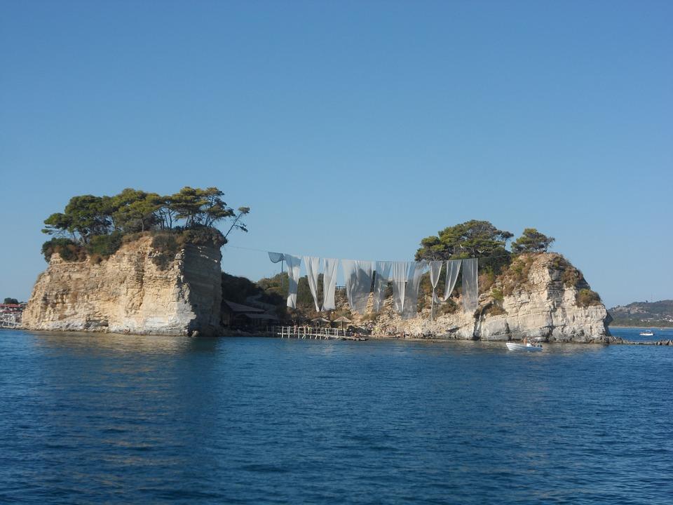 Pohled na ostrov Cameo a krásné moře, Řecko